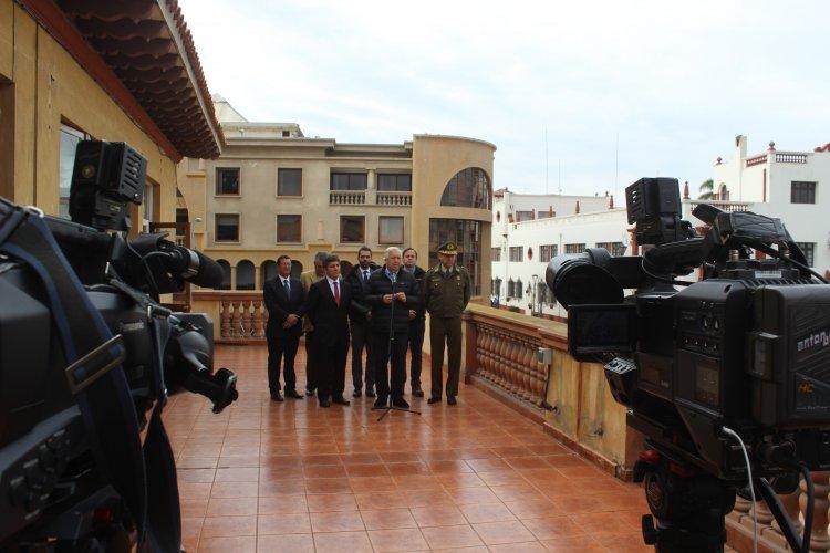 Ministro del interior jorge burgos destaca tendencia a la for Foto del ministro del interior